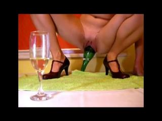 porno-s-butilkoy-iz-pod-shampanskogo