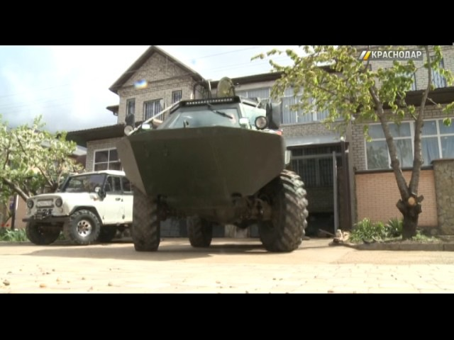 Краснодарец переделал военный БРДМ-2 в гражданский вездеход