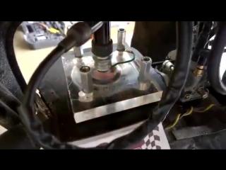 Прозрачный цилиндр на мопеде