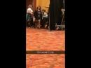 Дженсен во время автографов | SPNPHX PhxCon 2017