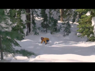 Сноубордист превратил место вокруг дома в трассу для катания
