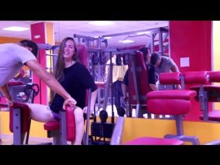 Пранк с девушкой в спортзале
