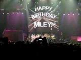 Nashville Fans Sing Happy Birthday Miley Cyrus!
