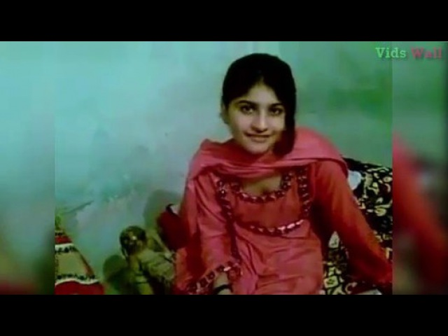 Beautiful Girl on Date at Boyfriend Home With Song Dil Dewana Be Qarar
