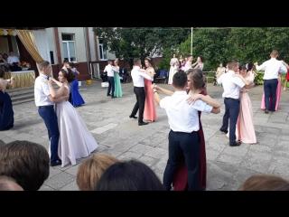Випускний танець учнів 11-х класів Ганичівської ЗОШ випуск 2017 року