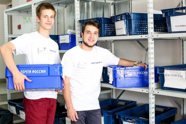 Хабаровские школьники на каникулах работают почтальонами