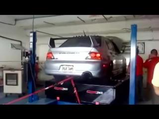 Mitsubishi Lancer Evolution упал во время дино теста