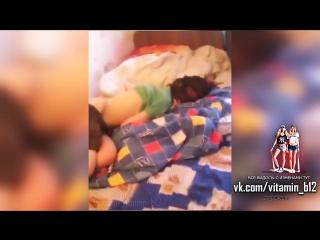 Жесть! парень застукал (застал) свою девушку в постели с лучшим другом. домашнее жёсткое видео, спалили, измена.
