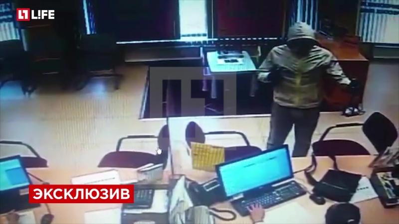 Нападение блондина с голубыми глазами на Райффайзен-банк попало на видео