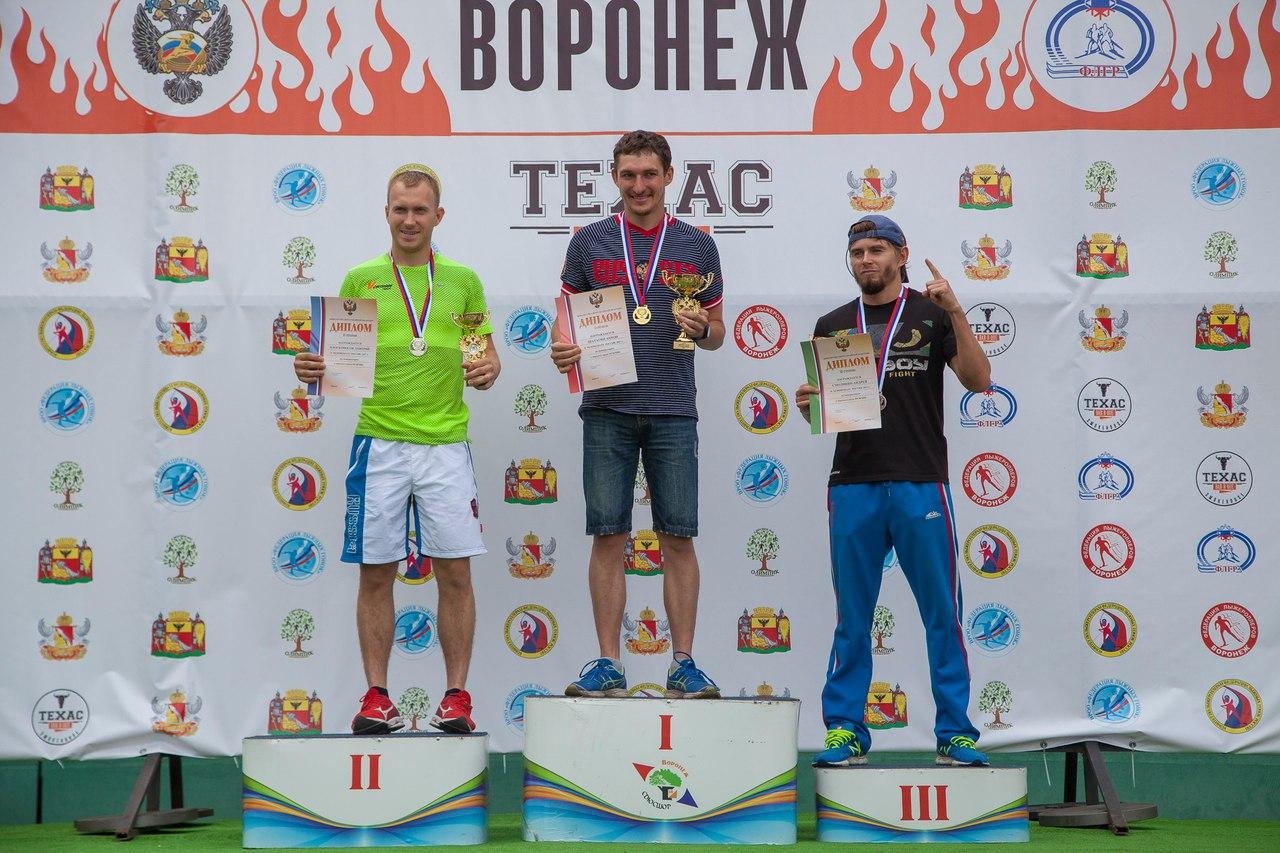 Пьедестал почета мужской гонки преследования: Плосконосов, Шатагин, Смолянин.