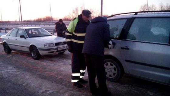 В Барановичском районе с трассы эвакуировали замерзающую беременную женщину