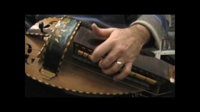 Vielle à roue hurdy gurdy : tambourin de Rameau