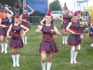 Польша, праздник,девчата школьницы, красиво!