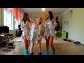 Очень красивый танец школьниц-снегурочек | Very beautiful dance of schoolgirls-snowmaidens