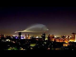 Гигантский НЛО преследует землян! Уфологи в шоке от поведения пришельцев. Докум ...