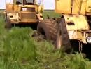 Экскаватор вытаскивает три трактора Кировец К 700 А 701
