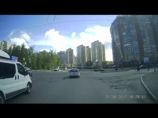 Авария Lada Kalina Sport vs Renault Clio.