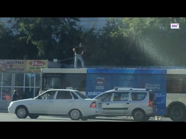 Суровое челябинское утро: пассажир и водитель подрались на крыше автобуса