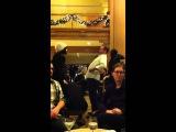 Джаред и Женевьев в отеле