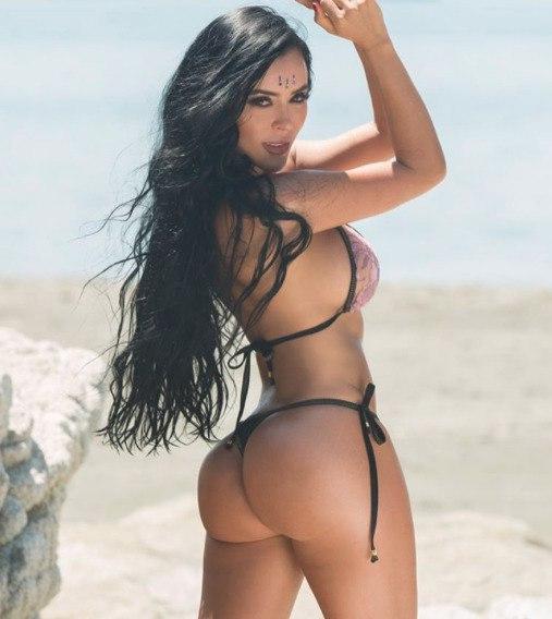 Naked beauteous Arabic persian bitch Noir