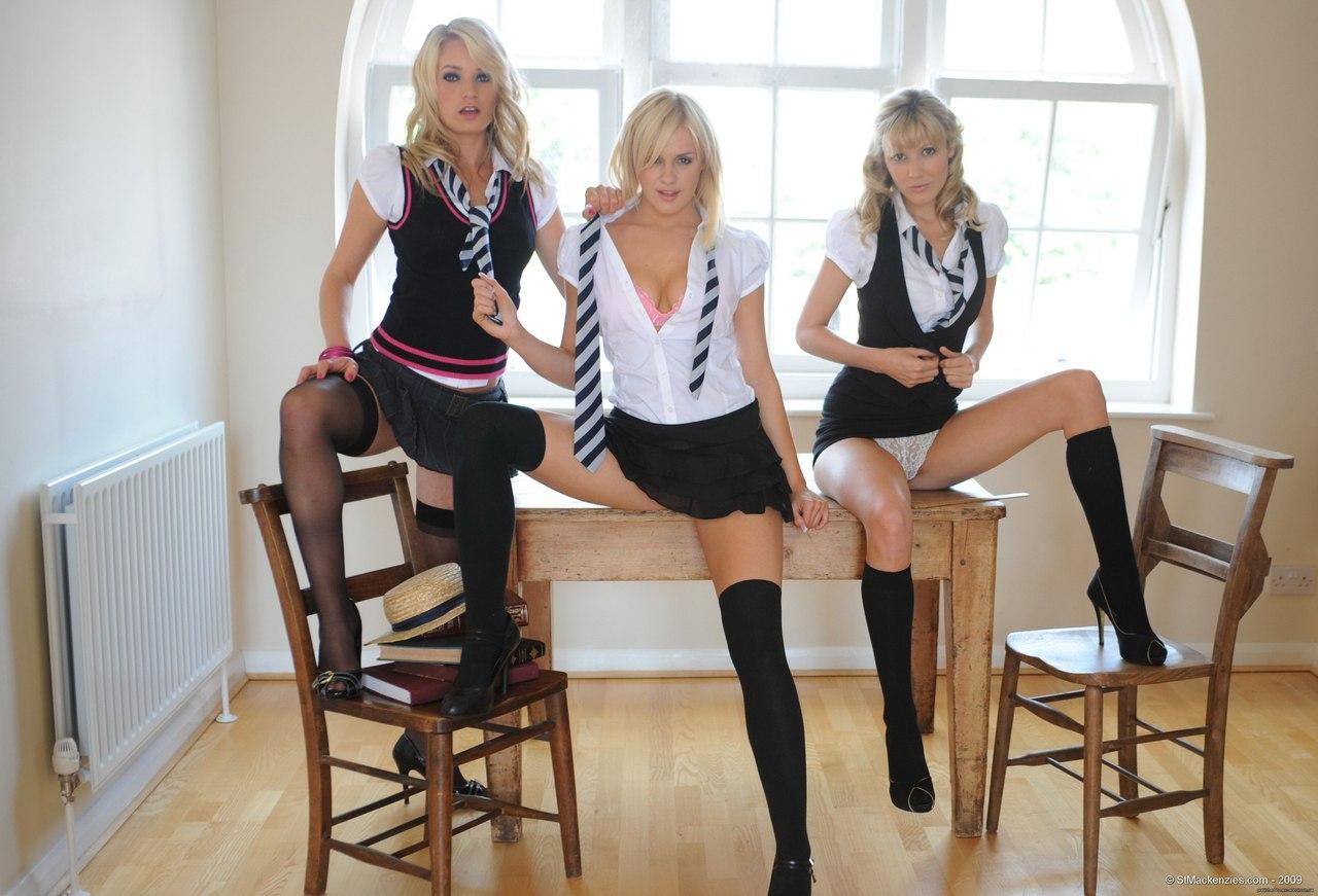 Девушки в мини юбках. фото подборка 188