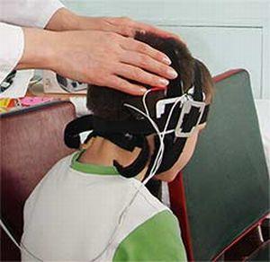 ВРАЧ-НЕВРОЛОГ, ЭПИЛЕПТОЛОГ В ЕЙСКЕ. МЕТОДЫ ЛЕЧЕНИЯ И ДИАГНОСТИКИ.  Метод нейрореабилитации- транскраниальной микрополяризации:  Представляет собой воздействие на клетки головного мозга посредством малого постоянного тока. Впервые данную процедуру предложили использовать в Институте экспериментальной медицины. В настоящее время крупнейшим центром в России, практикующим данный метод, является институт Бехтерева в Санкт-Петербурге.  При воздействии на нервные клетки микрополяризация мозга способствует восстановлению нормальных реакций и обменных процессов, что препятствует патологической импульсации и благотворно влияет на когнитивные и сенсорные функции.  Показаний к применению данного метода у ребенка и у взрозлых множество, эффективна для улучшения состояния при следующих проблемах:  -Отставание в развитии;  -Дегенеративно-дистрофические процессы;  -Речевые нарушения (дизартрия, заикание, картавость);  -состояния после ЧМТ, инсультов;  -Неврозы , нарушение поведения, снижение памяти, головные боли и тд.  Есть противопоказания.  В центре клинической медицины