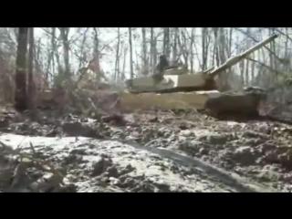 Tank Stuck In Mud. Танки грязи не боятся_..