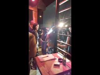 Хазал и Неслихан с журналистами на прощальной вечеринке сериала