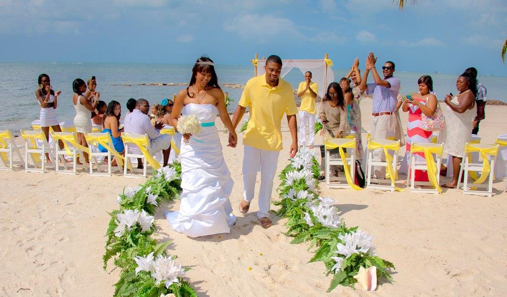 BVzGHb7TNUU - Свадьба на пляже: некоторые нюансы в организации (35 фото)