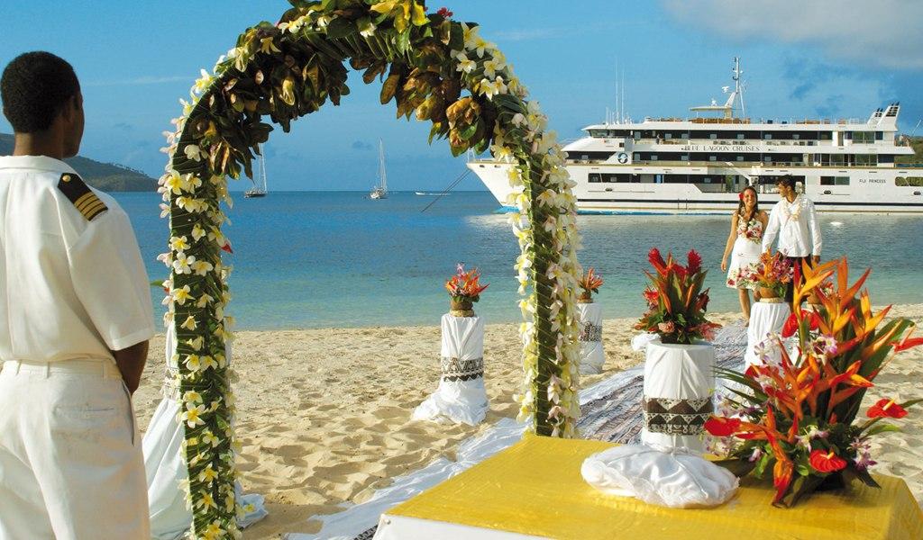 VWCV QzML 0 - Свадьба на пляже: некоторые нюансы в организации (35 фото)