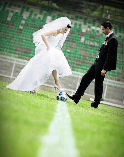 wqyCrMNSqWk - Свадьба с футбольной тематикой (24 фото)
