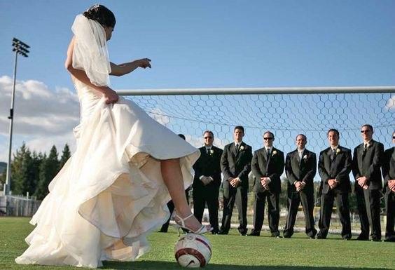 RKXhfNnvp0M - Свадьба с футбольной тематикой (24 фото)