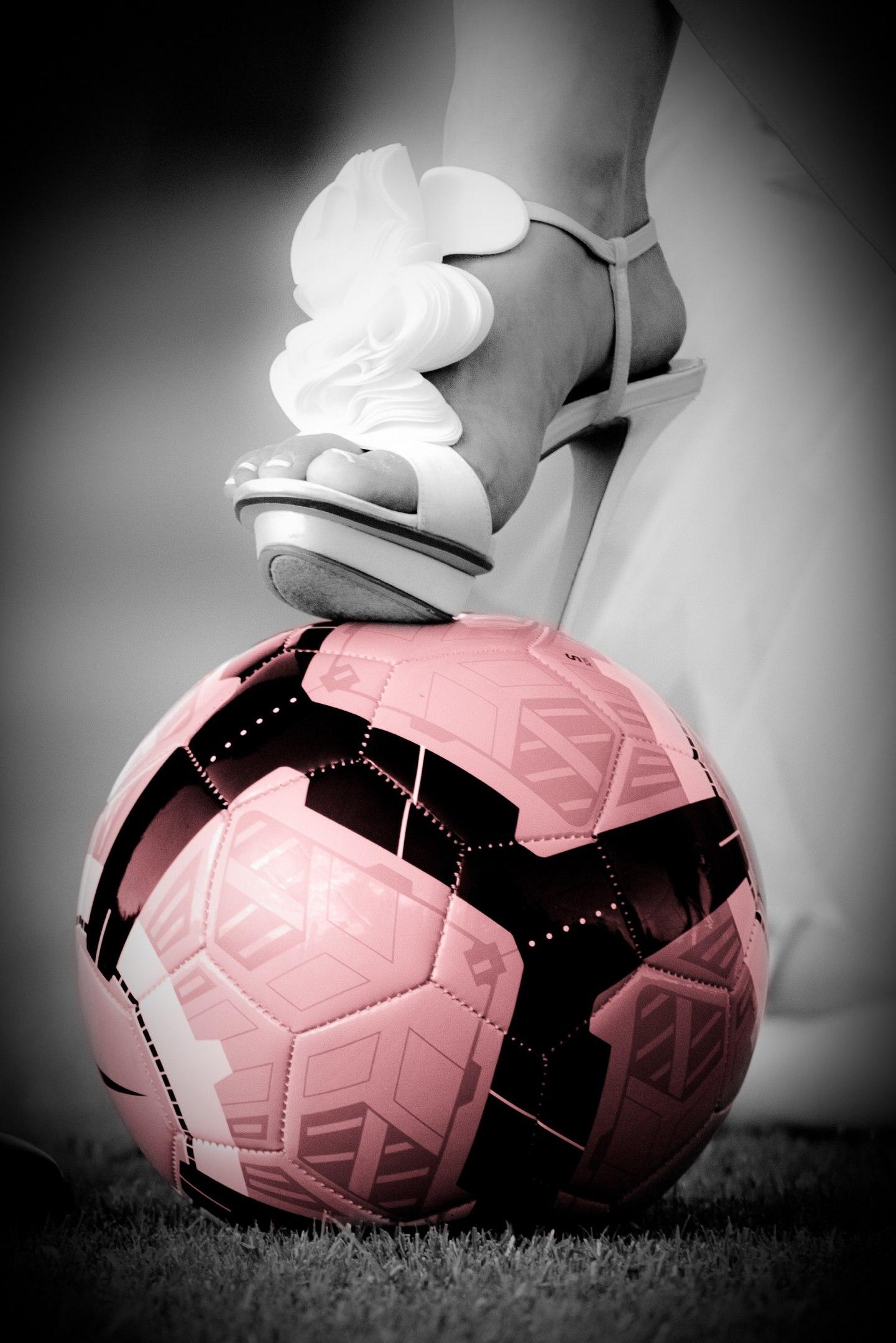 JYRSMjUOEis - Свадьба с футбольной тематикой (24 фото)
