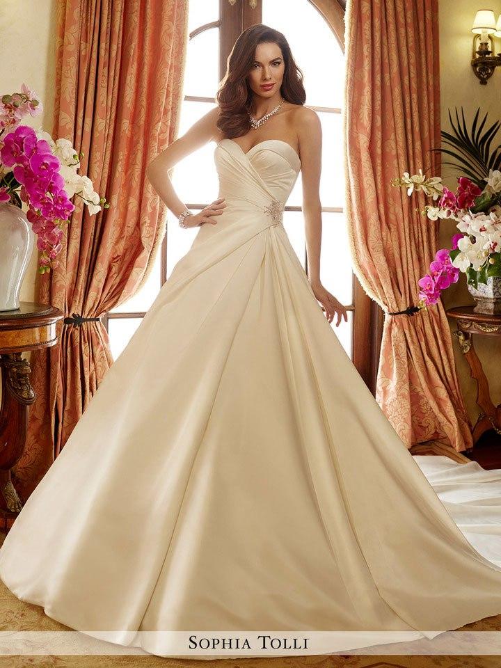 Самые лучшие свадебные платья сезона 2017 (45 фото)