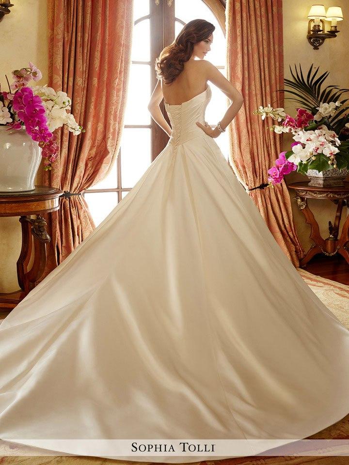 fdyF1Xq 3Ss - Самые лучшие свадебные платья сезона 2017 (45 фото)