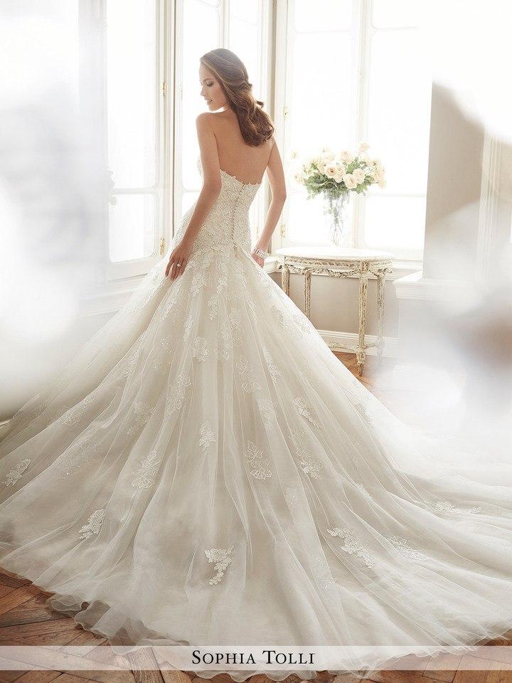 xv 1a7xUmec - Самые лучшие свадебные платья сезона 2017 (45 фото)