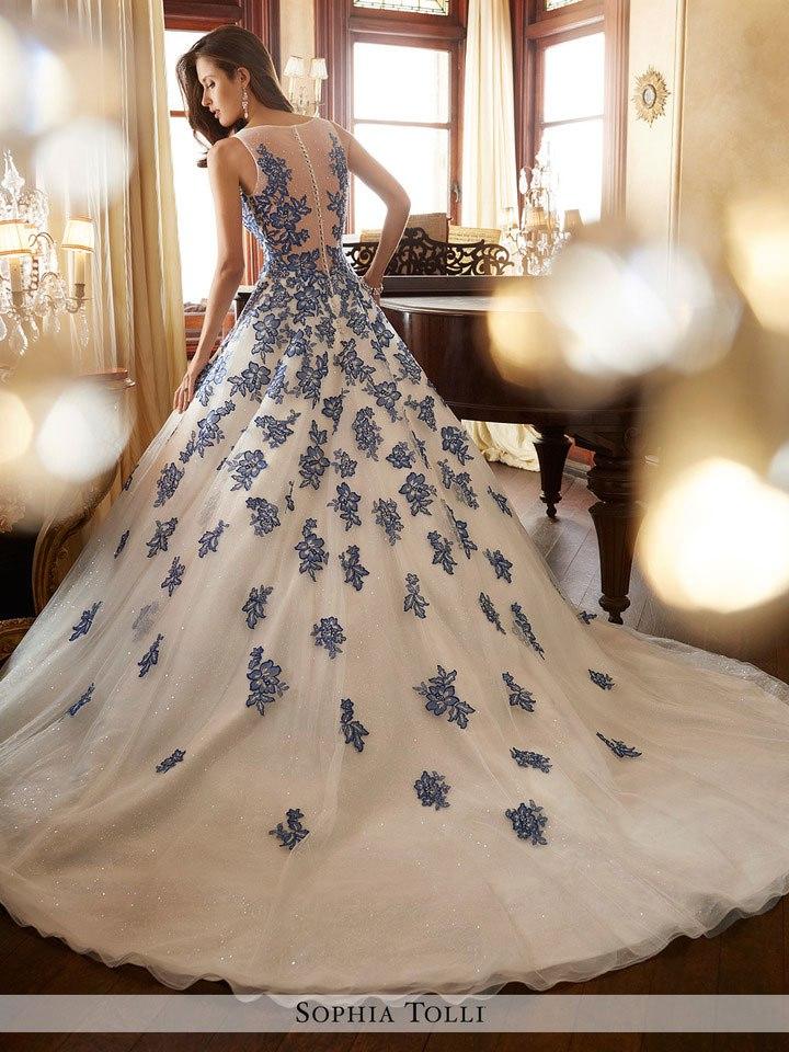 NfHEZs5hJlI - Самые лучшие свадебные платья сезона 2017 (45 фото)