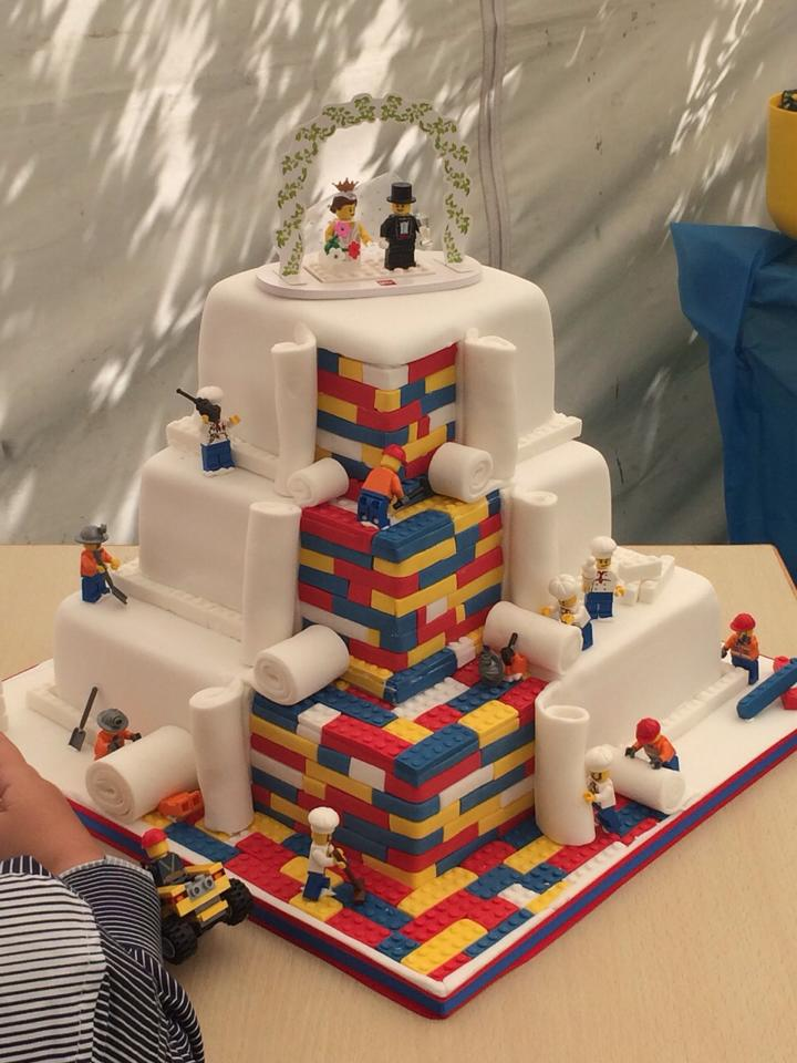 Удивительный и роскошный лего-торт на свадьбу