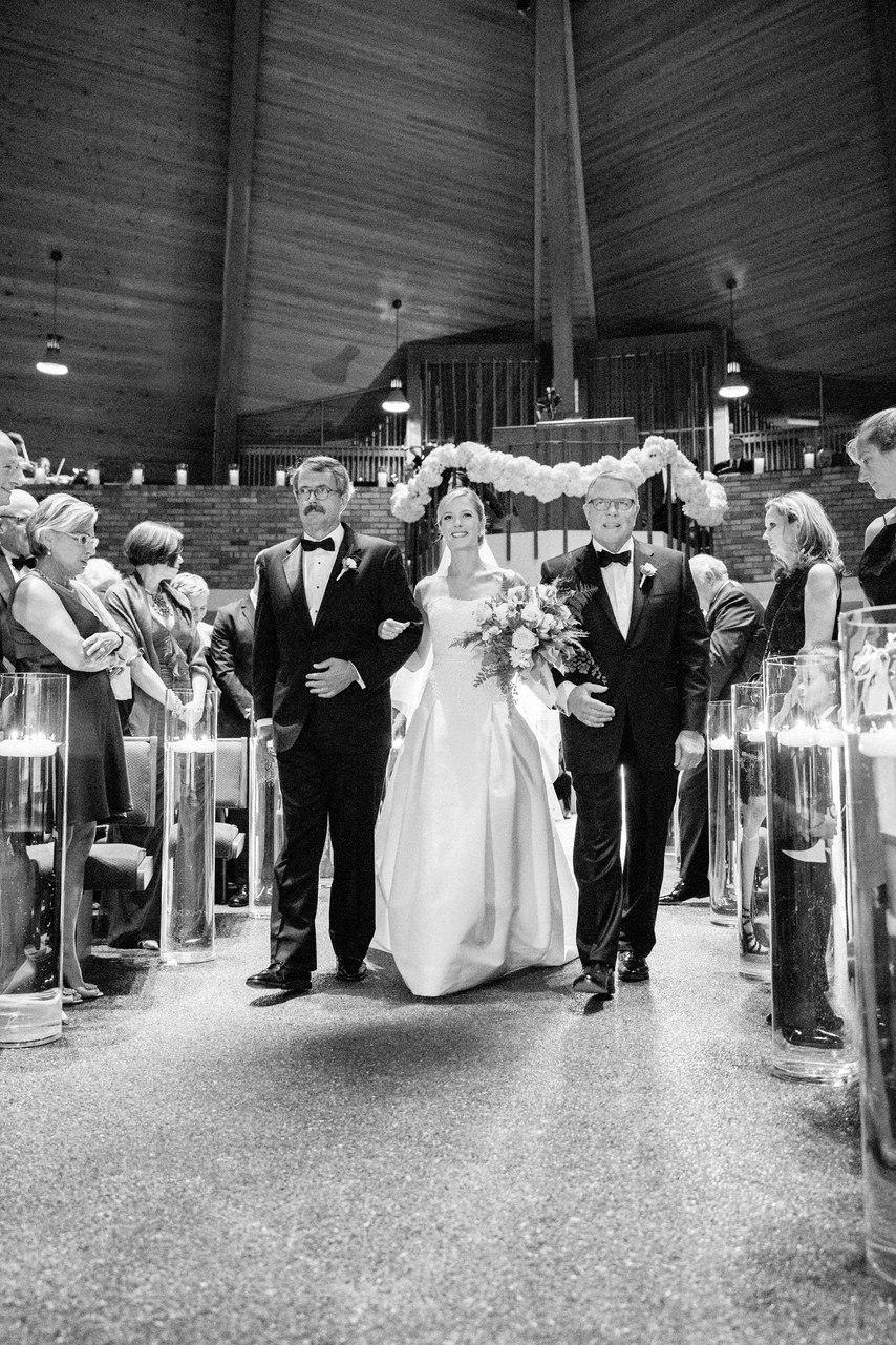 Яркое пламя любви. История знакомства и счастливый финал - свадебное торжество. Сайт ведущего на свадьбу Волгограда Павла Июльского. Заказывайте проведение мероприятий в Волгограде: +7(937)-727-25-75 и +7(937)-555-20-20