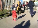 Лера танцует под рыжего Мая и компанию возле Вивата,Мелодия(30.04.17)