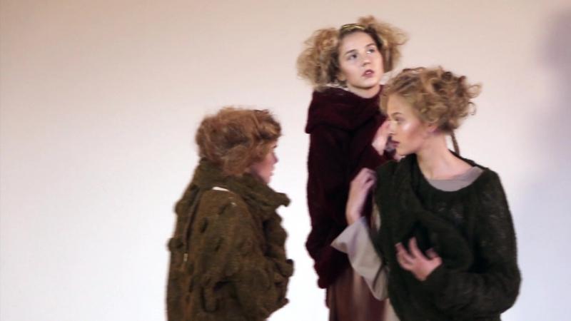 Sieviešu tērpu kolekcija Lapa