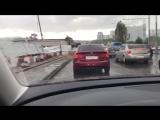 Ураган в Москве ломает щиты и деревья