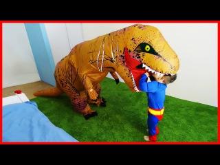 ✰ Гигантский Динозавр Рекс Напал и Укусил Giant Dinosaur T-Rex vs Superman