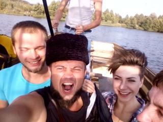 пиратский корабль с командой на борту
