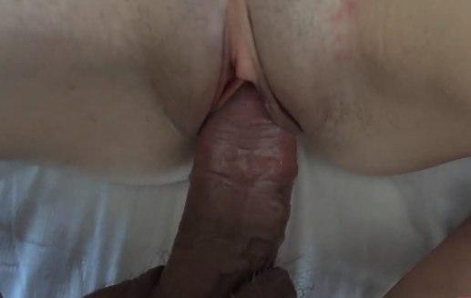Утреннюю сперму пускает прямо в киску жене