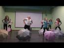 Танец с зонтиками