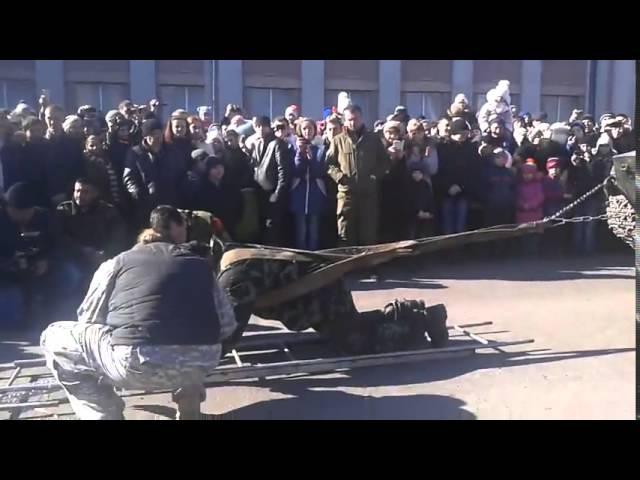 Рекорд в Макеевке по перетягиванию БМП ( вес 10 тонн ). Денис Нагибин