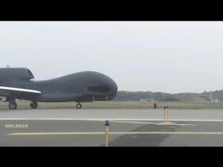Стратегический разведывательный БПЛА RQ-4 Global Hawk в Японии