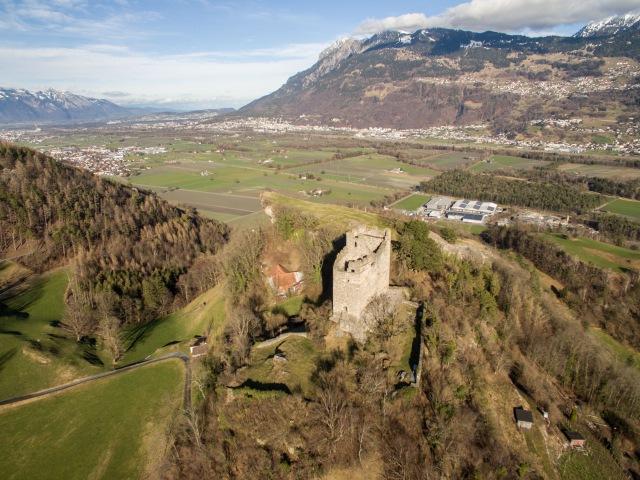Luftaufnahme Burg Wartau Azmoos SG, Schweiz