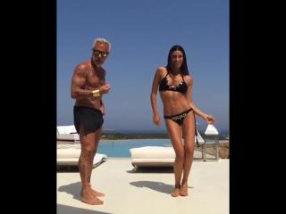 Gianluca Vacchi 49 летний танцующий миллионер со своей женой)